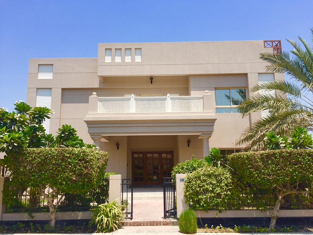 Stunning 5 BR villa is available for rent in Janabiyah-Villas for rent in Bahrain